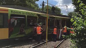 Polizeibericht Baden Baden Unfallfahrer Offenbar Zu Schnell Unterwegs Karlsruhe Baden