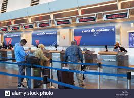 delta airlines terminal stock photos u0026 delta airlines terminal