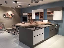 configuration cuisine cuisine avec ilot central table 2 peinture bleu mod232les