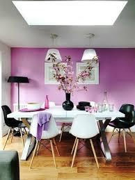 alternative wandgestaltung wandgestaltung ideen lila wandfarbe weißer esstisch schwarze