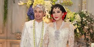wedding dress nagita slavina armand maulana kejutkan nagita slavina di resepsi pernikahan