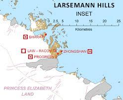 map of antarctic stations larsemann