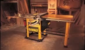 dewalt table saw dw746 dewalt heavy duty 10 woodworkers table saw