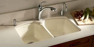 lavabo pour cuisine des éviers colorés pour rafraîchir la cuisine léger