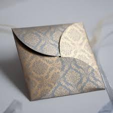 enveloppe faire part mariage reprenant la texture d un tissu damassé ce faire part est à la