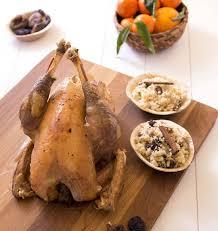 cuisiner un coq au four comment préparer et cuire un chapon de noël temps cuisson