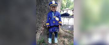 police surprise 3 year old who set up lemonade stand abc news