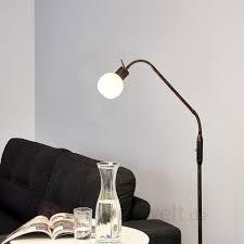 led stehlampen stehleuchte im hellen wohnbereich stehlampen und stehleuchten