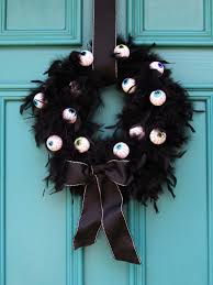 Halloween Wreaths To Make 25 Spooky And Stylish Pieces Of Halloween Diy Outdoor Decor