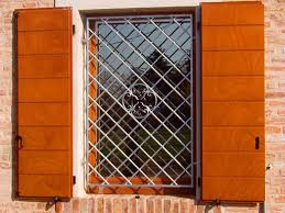 persiane blindate orientabili produzione vendita e istallazione di serramenti e infissi di