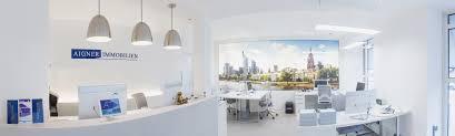 Immobilien Leiter Des Aigner Immobilien Büros In Frankfurt André Geist