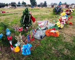 Cemetery Christmas Decorations Christmas Draws Some To Loved Ones U0027 Graves The Modesto Bee
