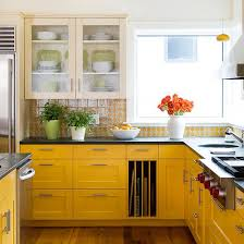 backsplash for yellow kitchen best 25 yellow kitchens ideas on yellow kitchen walls