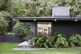 Small Post And Beam Homes by Tour Laura Dern U0027s Joyful Brentwood Post And Beam Curbed La