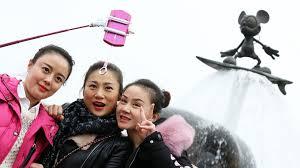 si e social disneyland it s a year after all hong kong disneyland reports