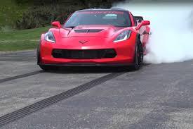 corvette clutch burnout ken lingenfelter does a burnout in a corvette z06 giveaway car