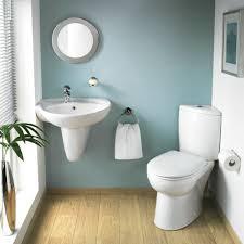 badezimmer weiss badezimmer weiß und grau mit einer grünen pflanze 30