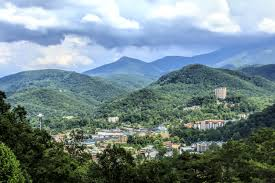 3 reasons to stay in a cabin in gatlinburg tn for your smoky