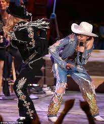 Miley Cyrus Twerk Meme - miley cyrus tweets delights after twerking with idol madonna on mtv