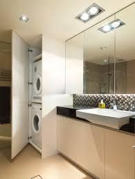 topprenoverat badrum med tvättpelare b a t h r o o m