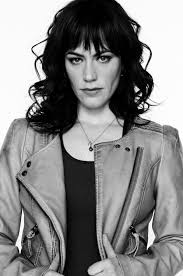 jaxs hairstyle sons of anarchy season 6 interview maggie siff talks tara and