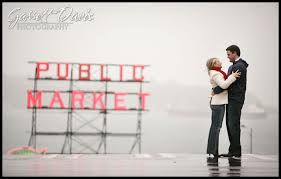 wedding photographers seattle nikkel and carl pike place market seattle engagement