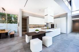 grand ilot de cuisine cuisine moderne blanche sans poignee maison d architecte
