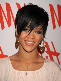 Frisuren F Lange Haare Mit Schr臠em Pony by Schwarze Kurze Haare Rihanna Mit Einem Ausgefallenen Pony Und
