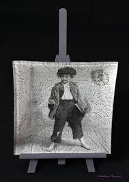 serviette en papier vintage assiettes avec technique du collage de serviettes en papier