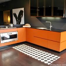 cuisine orange et noir tapis pappelina blanc et noir interiors