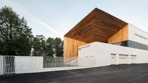 angled surfaces lend dynamic aesthetic to kamp arhitektid u0027s timber
