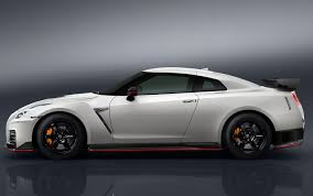 nissan gtr o to 60 2017 nissan gt r nismo price jumps 25 000 to 176 585