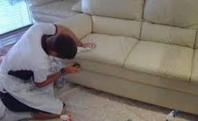nettoyage canapé cuir blanc nettoyer un canapé en cuir et même le blanc