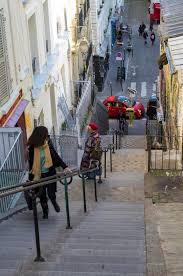 schmale treppen schmale treppe in montmartre frankreich redaktionelles