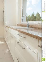 marmorplatte küche marmorplatte in der hellen küche stockfoto bild 43240994