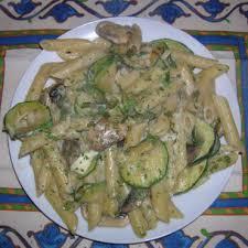 que cuisiner avec des courgettes pasta penne avec courgette chignons et fromage fondu cuisine