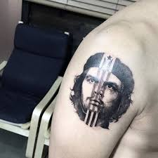 guevara tattoo on the right shoulder
