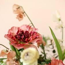 wedding flowers design 4 wedding flower trends for 2018 brides