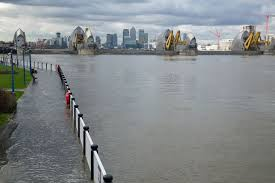 thames barrier failure uk weather flooding in central london as tidal surges force thames