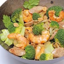 cuisiner le brocolis frais un wok de brocoli cuisinons les legumes