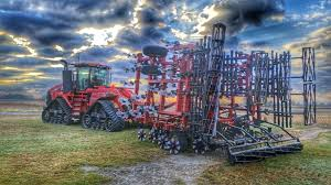the new case ih magnum rowtrac tractor unveiled at the company u0027s