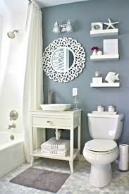 regale für badezimmer kleine badezimmer spiegel waschbecken toilette regale http www