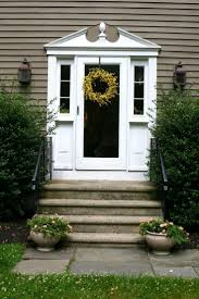 Front Porches On Colonial Homes by Best 25 Colonial Front Door Ideas On Pinterest Colonial