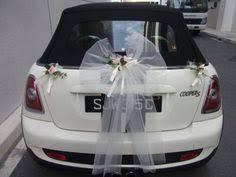 dã corer voiture mariage déco voiture fleur tulle et feuilles blanc to do