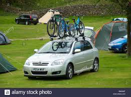 nissan qashqai bike rack bikes on the roof of a car stock photo royalty free image