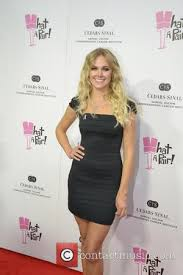 laura bell bundy replaces selma blair on anger management who is