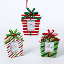 and white and green gift box picture frame ornaments 3