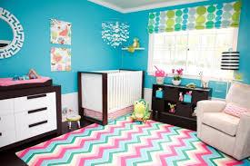chambre bebe turquoise le tapis chambre bébé des couleurs vives et de l imagination