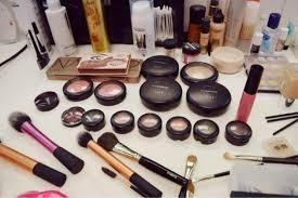 Satu Set Alat Make Up Wardah 6 cara menutupi bekas jerawat dengan make up ringan