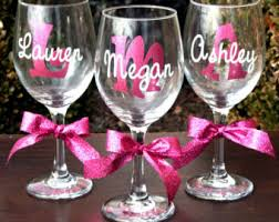 diy monogram wine glasses 7 monogrammed personalized wine glasses by makeitpersonalgifts